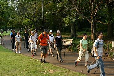 長谷川さん率いる健脚組のウォーキング